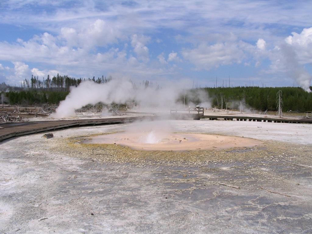 Yellowstone - geyser