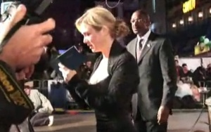 Renee signs autographs at a London premiere