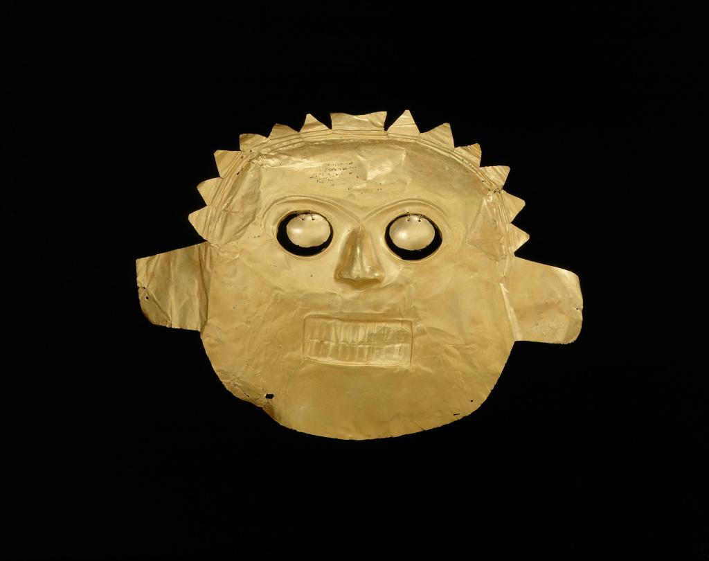 Funerary mask, Calima-Malagana, gold alloy, 100BC-AD400. © Museo del Oro – Banco de la República, Colombia.