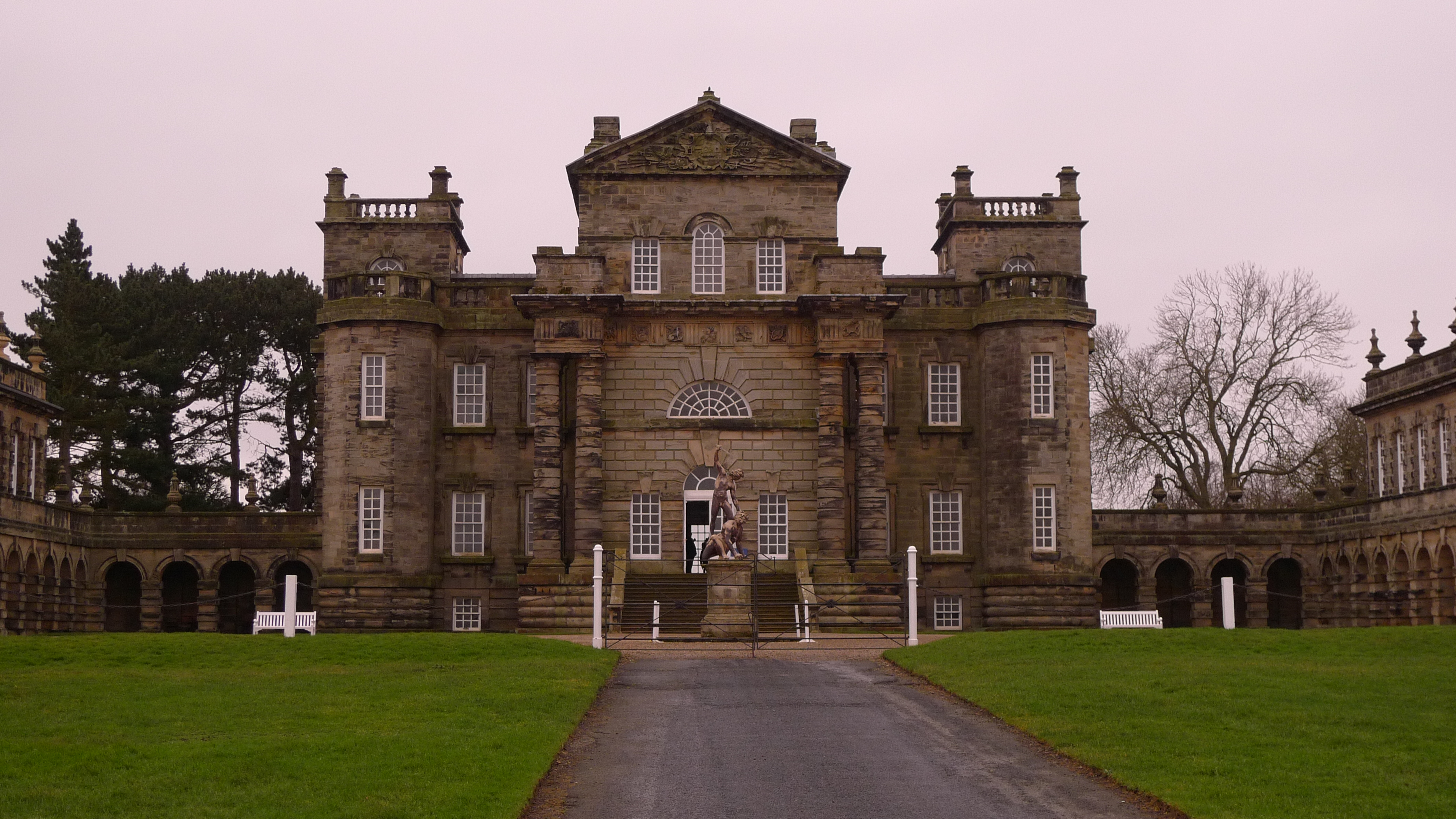 Seaton Delaval Hall – Geocaching adventure – Tammy Tour Guide