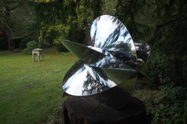 Cheeseburn sculpture