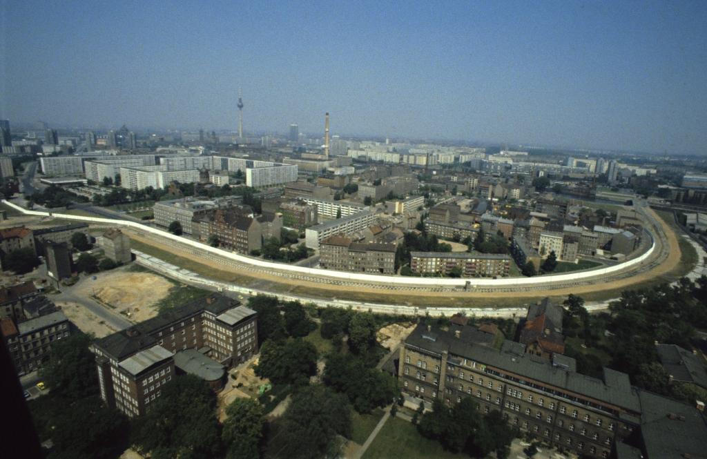 Berlin Wall in 1981 c/o Visit Berlin and Harald Schmitt Bild