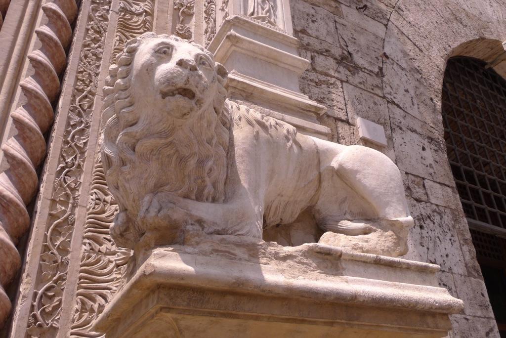 Perugia Duomo - cathedral lion