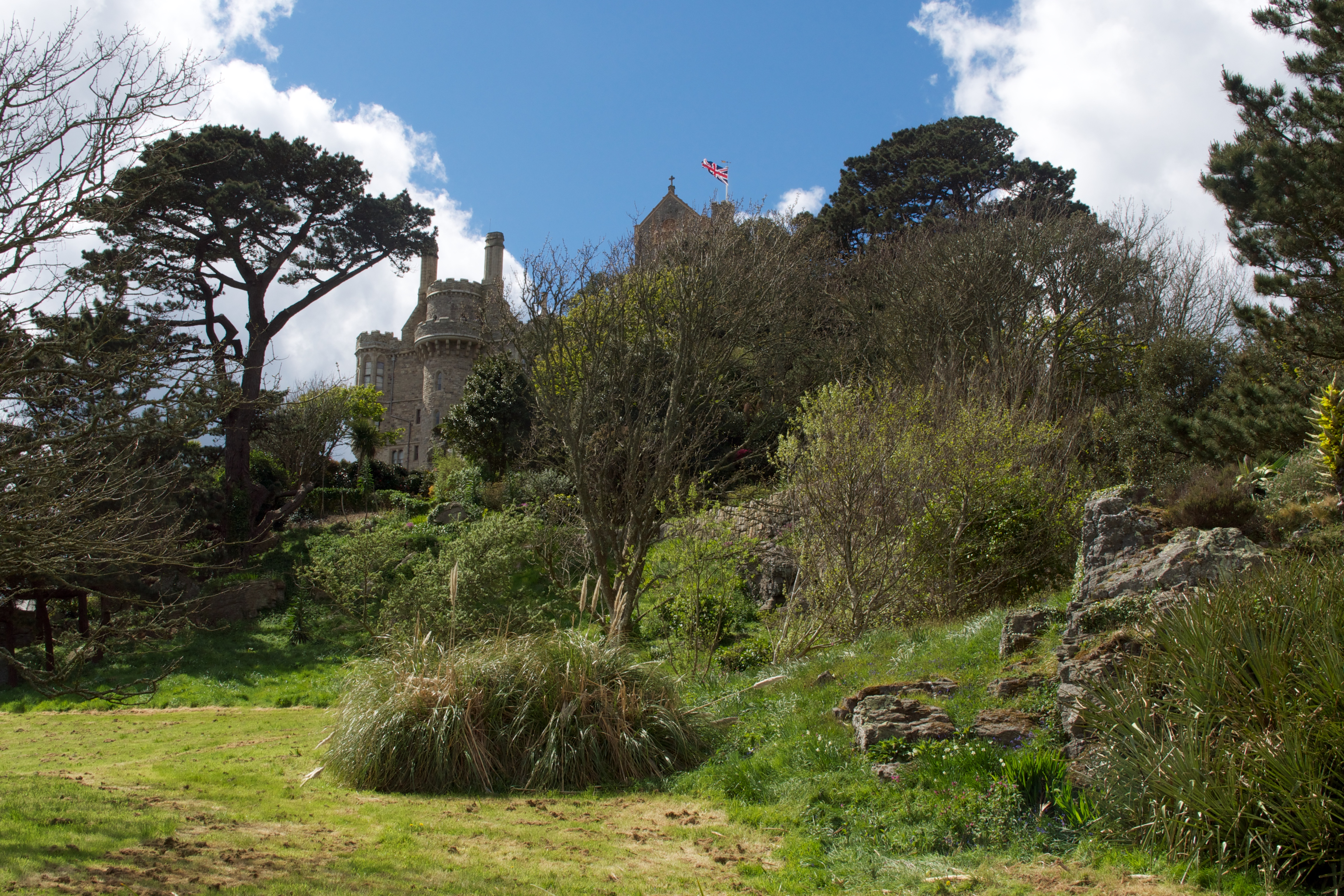 St Michael\'s Mount – Jewel in Cornwall\'s crown – Tammy Tour Guide